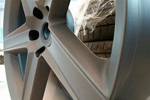 Прокатка литых дисков: можно ли прокатать и покрасить колесные диски, раскатка