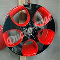 Черные диски с красной окантовкой на белой и черной машине 16-го и 17-го радиуса