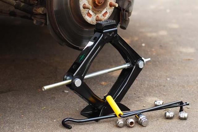 Домкрат для легкового автомобиля: особенности оборудования, выбор инструмента