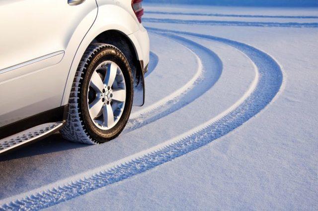 Какая резина лучше на зиму - шипы или липучка: развенчиваем миф о зимних покрышках