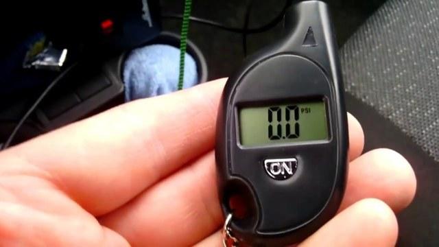 Манометр для измерения давления в шинах автомобиля, электронный прибор для шин