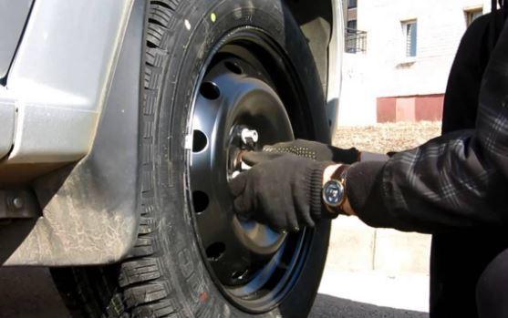 Момент затяжки колесных болтов на колесах легковых автомобилей, как определить