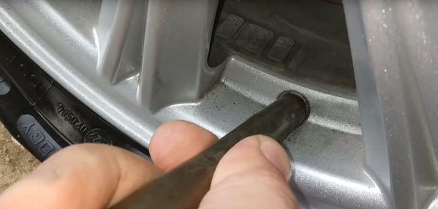 Ниппель автомобильный с резьбой: виды, как выкрутить подручными средствами