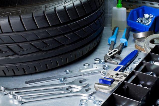 Набор для ремонта бескамерных шин: как заклеить боковой порез своими руками